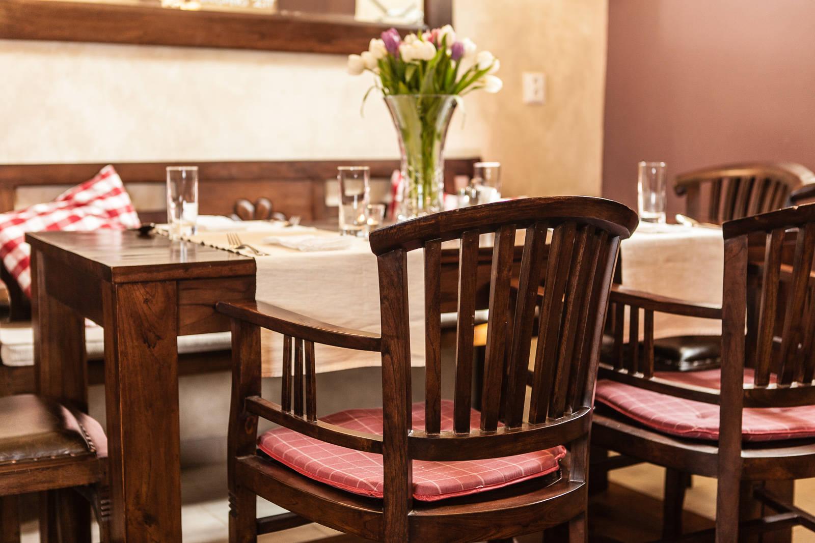 Teakový jídelní stůl s židlemi