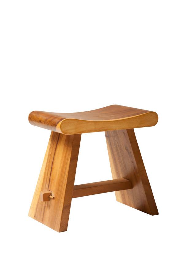 Masivní židle suar