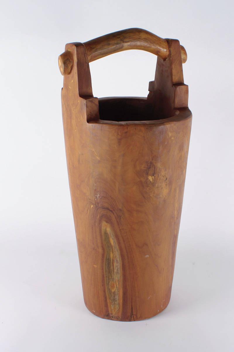dřevěná-váza-na-deštníky