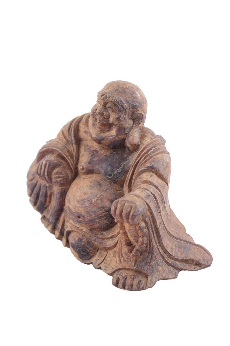 dřevěný-sedící-buddha-v-hábitu