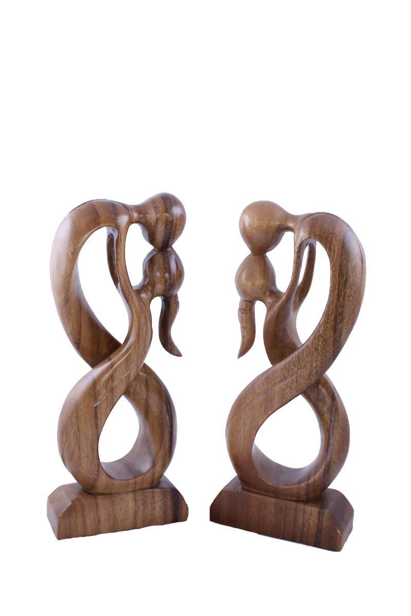 dřevěná-soška-polibek-při-tanci.jpg
