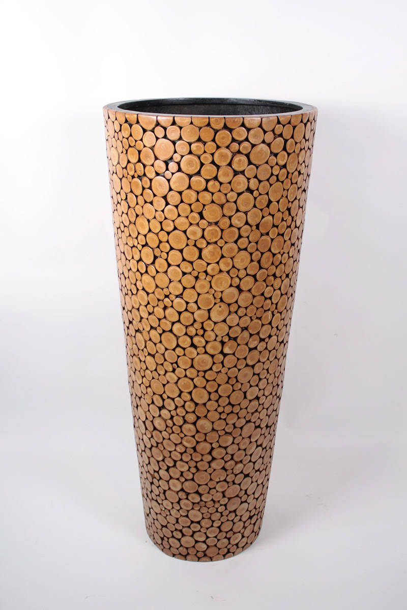 vaza-s-gulatymi-drevkami
